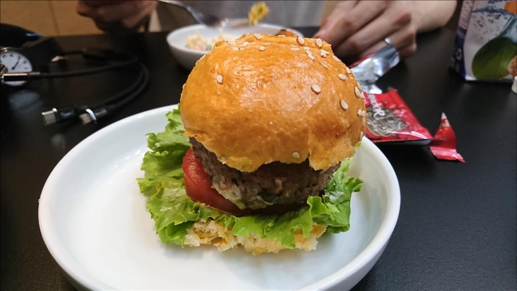 サロンプレミエのハンバーガー