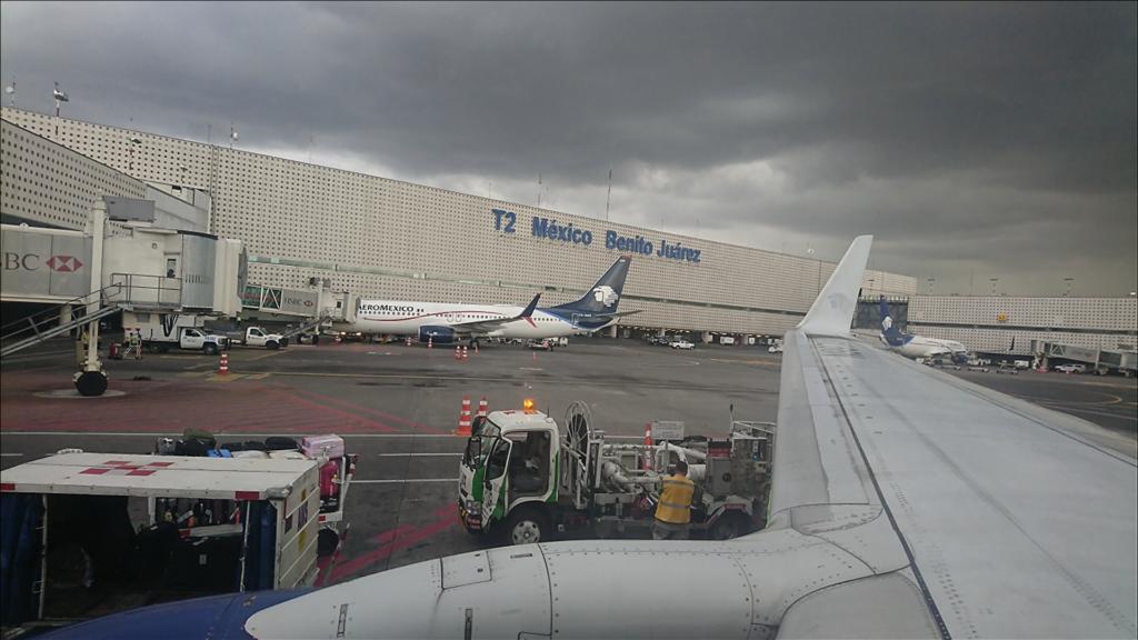 機内から見たメキシコシティ空港